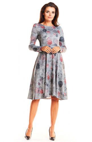 Elegancka dzianinowa sukienka odcinana w talii szara