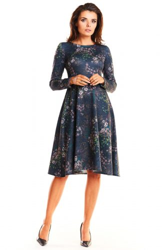 Elegancka dzianinowa sukienka odcinana w talii granatowa