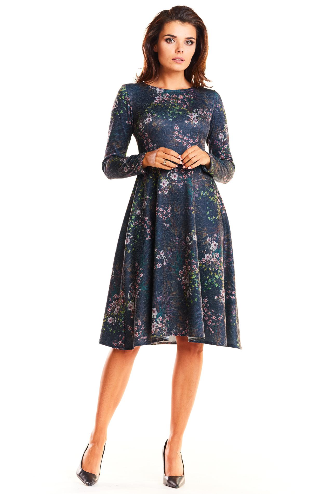 8b921dd2c4 Elegancka dzianinowa sukienka odcinana w talii granatowa