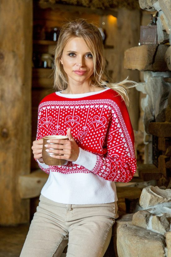 Świąteczny sweter we wzory o krótkim kroju