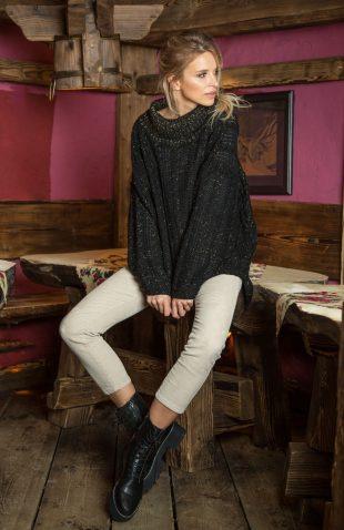 Ciepły luźny sweter w warkocze z błyszczącą nitką