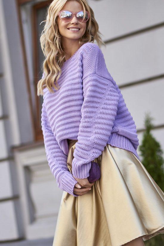 Szeroki ciepły sweter z dłuższym tyłem