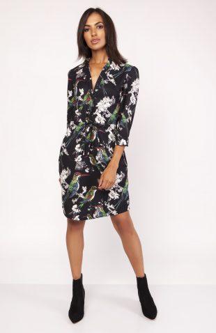 Sukienka koszulowa wiązana w talii we wzory