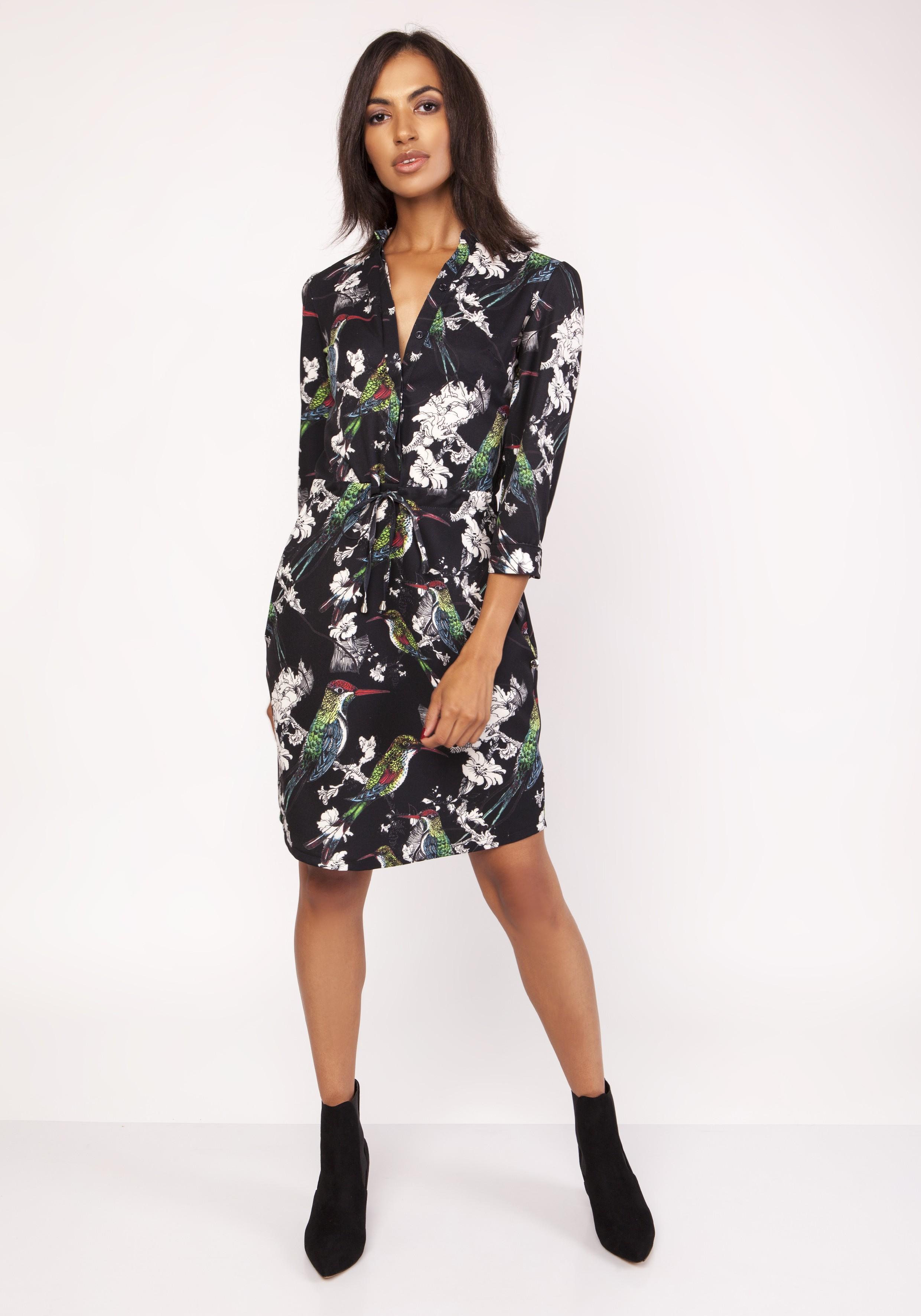 069386556d Sukienka koszulowa wiązana w talii we wzory - wysyłka kurierem od 5 ...