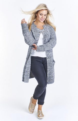 Kardigan damski wełniany z kieszeniami, to ciepła propozycja na zimne dni. Kardigan w formie luźnej narzutki, bez zapięcia.