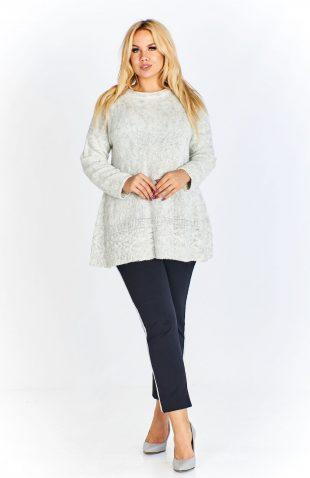 Sweter damski oversize o trapezowym kroju