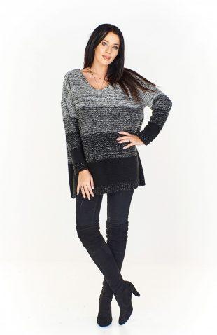 Sweter damski w serek oversize