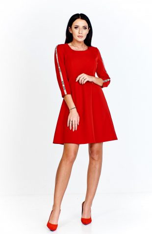 Sukienka trapezowa czerwona z lampasami