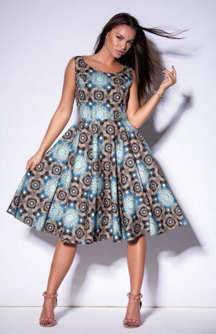 Sukienka z rozkloszowanym dołem we wzory