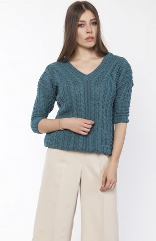Sweter z dużym dekoltem niebieski