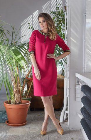 Sukienka ołówkowa do pracy amarantowa