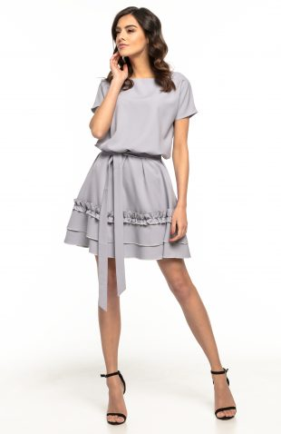 Sukienka rozkloszowana z falbanką szara