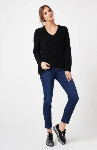 Sweter ażurowy w serek czarny