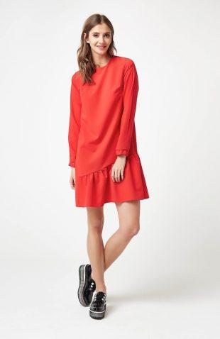 Sukienka z falbaną u dołu czerwona