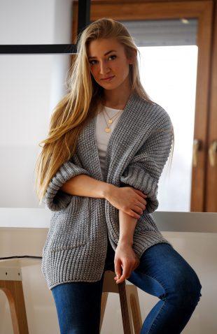 Sweter oversize z kieszeniami szary