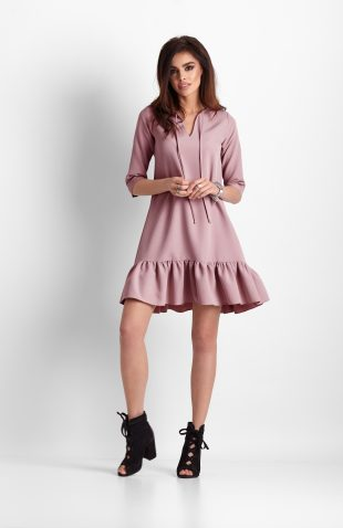 Sukienka trapezowa z falbaną różowa