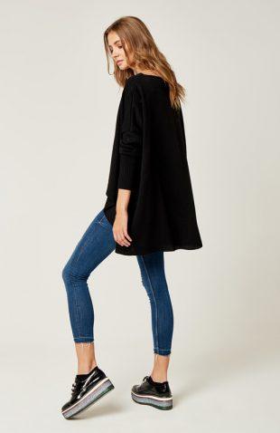 Sweter oversize z dłuższym tyłem czarny