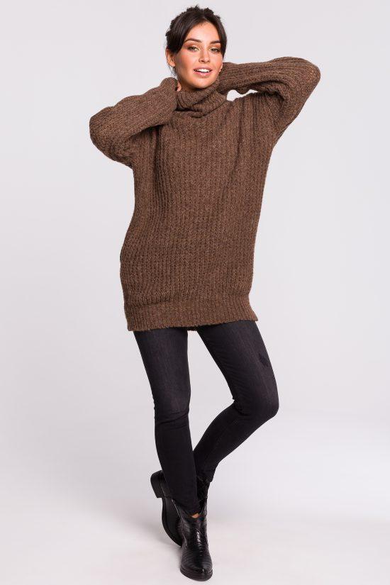 Ciepły sweter z golfem karmelowy