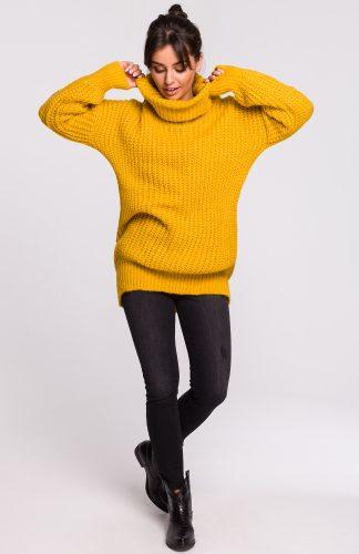 Ciepły sweter z golfem miodowy