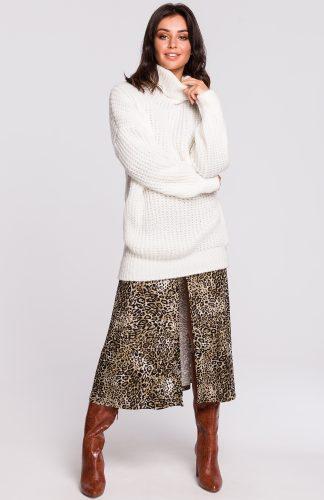 Ciepły sweter z golfem ecru