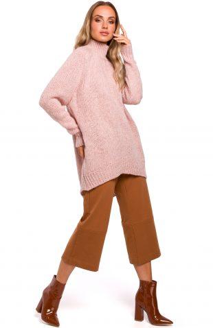 Długi sweter z golfem różowy