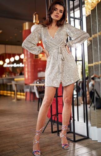 Sukienka cekinowa kopertowa beżowa