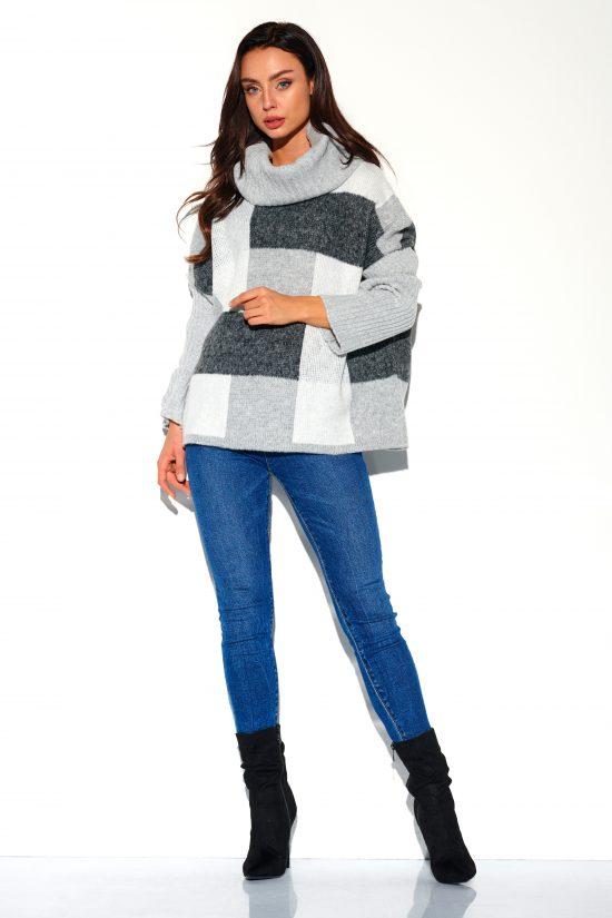 Sweter z golfem w kratę