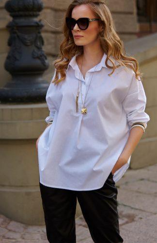 Biała długa koszula ze ściągaczem na rękawach
