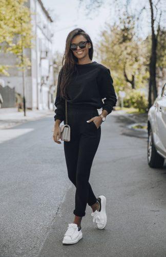 Komplet dresowy czarny z krótką bluzą