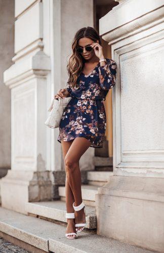 Sukienka rozkloszowana w kwiaty z gumką w pasie