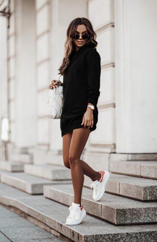 Sukienka dresowa czarna z kapturem