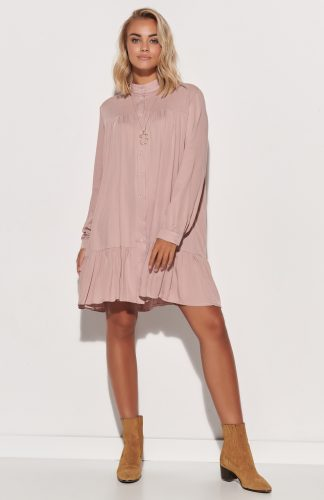 Sukienka koszulowa trapezowa z falbaną różowa