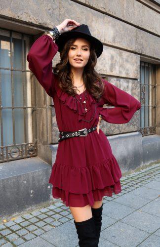 Sukienka rozkloszowana z falbanami do kolan, to propozycja na chłodniejsze dni. W talii wszyta gumka, co pozwala na idealne dopasowanie