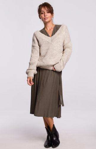 Sweter w serek z grubej przędzy beżowy