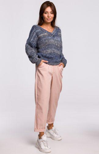 Sweter w serek z grubej przędzy niebieski