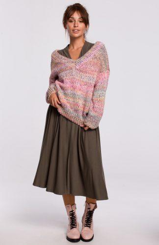 Sweter w serek z grubej przędzy różowy