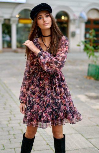 Sukienka rozkloszowana w kwiaty przed kolano
