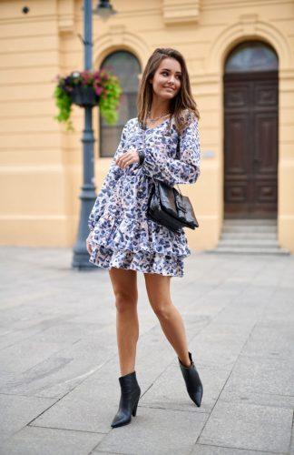 Sukienka z falbanami rozkloszowana w panterkę
