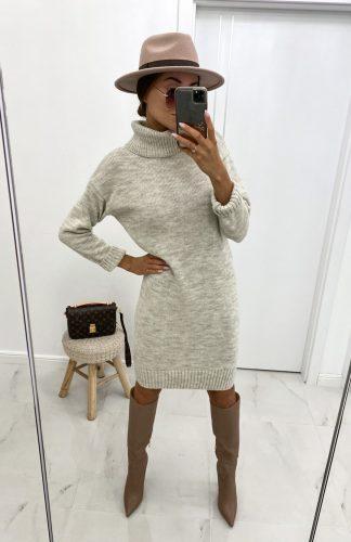 Sukienka swetrowa z golfem ciepła beżowa