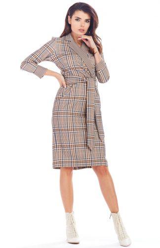 Sukienka w kratę kopertowa midi brąz
