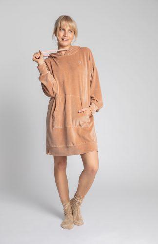 Sukienka welurowa z kapturem do kolan