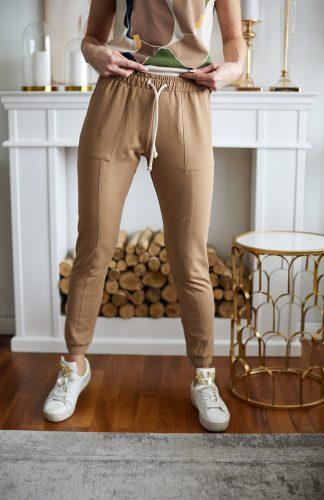 Spodnie dresowe dopasowane z bawełny premium