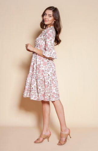 Sukienka z falbanami w kwiaty do kolan